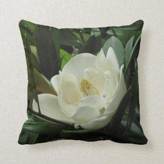Weiße Magnolie Kissen