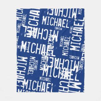 weiße Namen der coolen Typografie auf Marineblau Fleecedecke