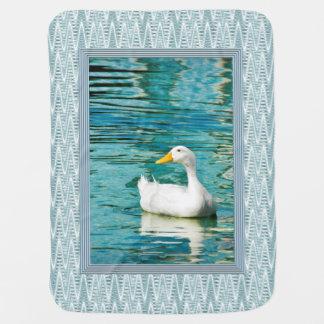 Weiße Pekin Ente - Natur-Foto in den Reflexionen Kinderwagendecke