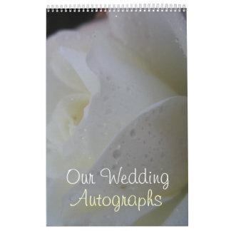 Weiße Rosen-Blumenblatt-Hochzeit Wandkalender