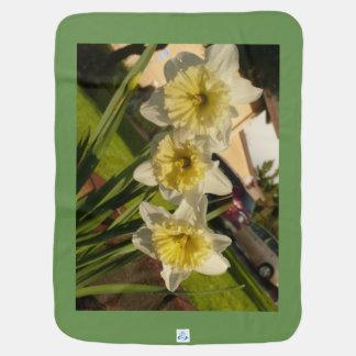 Weiße und gelbe Narzissenfrühlings-Blumen Ostern Babydecke