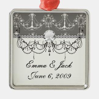 weißer Leuchterdamast auf grauem Silber Silbernes Ornament