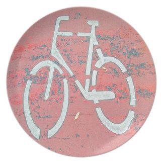 Weißes Fahrrad-rote Straße, Flacher Teller