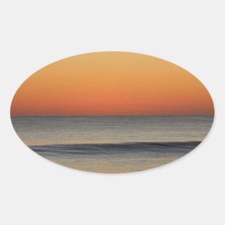 Wellen in Ihnen Horizont Ovaler Aufkleber