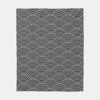 Wellen-Muster koksgrau und Taupe Fleecedecke