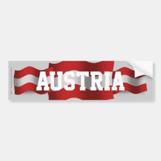 Wellenartig bewegende Flagge Österreichs Autoaufkleber