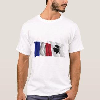Wellenartig bewegende Flaggen Frankreichs u. Corse T-Shirt