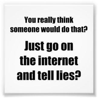Wer verbreitet Lügen auf dem Internet? Photodruck