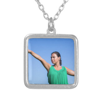 Werfender Bumerang der niederländischen Frau im Halskette Mit Quadratischem Anhänger