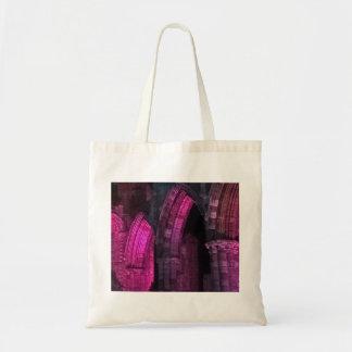 Whitby Abtei an Nachtmagentarotem gotische Bögen Tragetasche