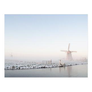 Windmühle im Schnee in der Winterpostkarte Postkarten