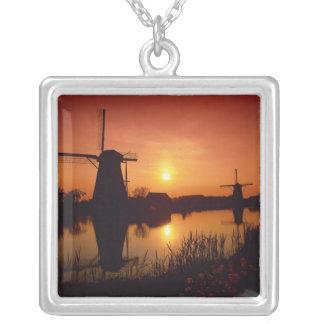 Windmühlen am Sonnenuntergang, Kinderdijk, die Versilberte Kette