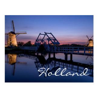Windmühlen und ein Drawbridge an der Postkarten