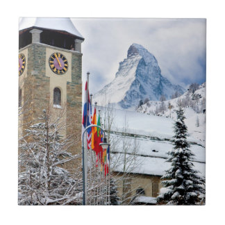 Winterliche Kirche mit Matterhorn im Hintergrund Fliese