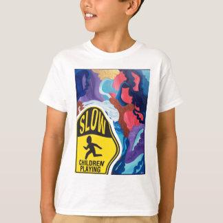 Wirbelwind-langsames Kinderspielen T-Shirt