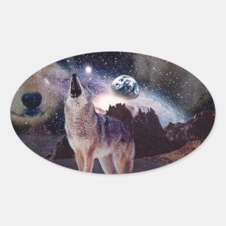 Wolf im Mond heulend an der Erde Ovaler Aufkleber
