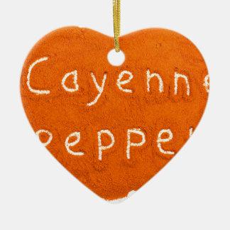 Wort-Cayenne-Pfeffer geschrieben in Pulver Keramik Ornament