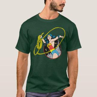 Wunder-Frau mit Stadt-Hintergrund T-Shirt