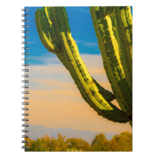 Wüstesaguaro-Kaktus auf blauem Himmel Notizblock