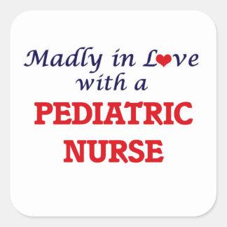 Wütend in der Liebe mit einer pädiatrischen Quadratischer Aufkleber