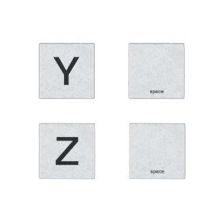 Y Z und zwei Räume, die Magneten buchstabieren Steinmagnet