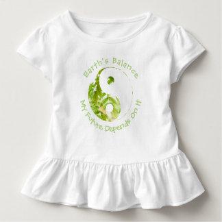 Yin Yang - die Balance der Erde meine Zukunft Kleinkind T-shirt