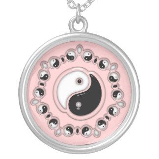 Yin Yang Entwurfs-Rosa Versilberte Kette