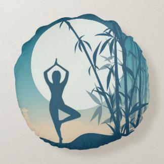 Yoga an der Dämmerung Rundes Kissen