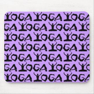 Yoga-Silhouetten mit Ziegeln gedeckt Mousepad
