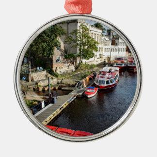 York-Stadt-Rathaus und rote Boote Silbernes Ornament