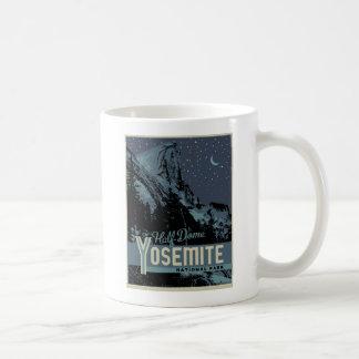 Yosemite Nationalpark halbe Hauben-Plakat-Tasse Tasse