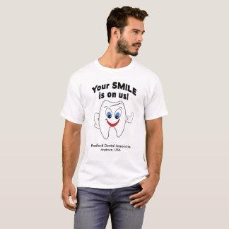 Zahnmedizinische Praxis-T-Shirt - Ihr Lächeln ist T-Shirt