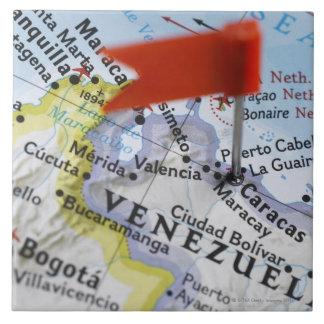 Zeichnen Sie das Button auf, das in Caracas, Keramikfliese