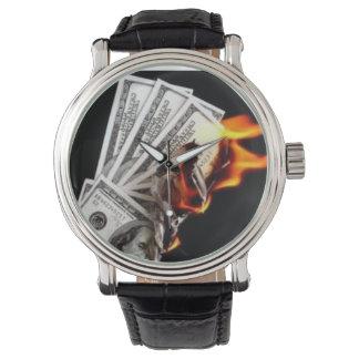 Zeit, etwas Bargeld zu brennen Armbanduhr