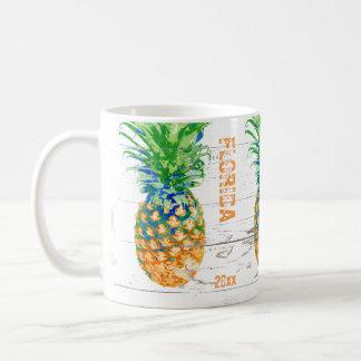 Zeitgenössische Ananas addieren Datum und Standort Tasse