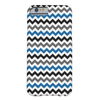 Zickzack Muster im blaues Schwarz-grauen Weiß Barely There iPhone 6 Hülle