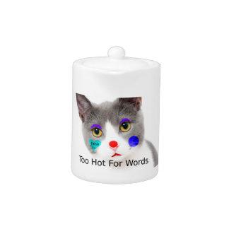 """""""Zu heiß für Wörter"""" Katze mit Clown-Make-up"""