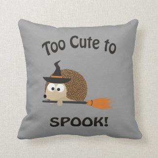 Zu niedlich zum Spook! Igels-Hexe Kissen