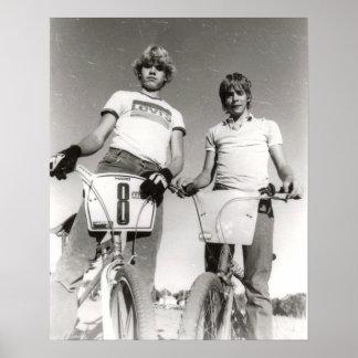 Zwei abhängiger Druck der alte Schule BMX Poster