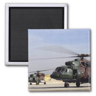 Zwei irakische angesagte Hubschrauber Mi-17 Quadratischer Magnet