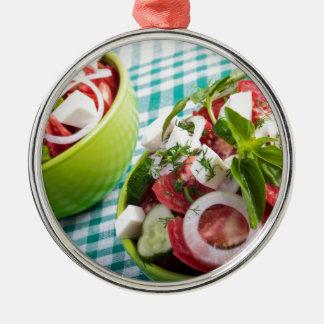 Zwei Teile der nützlichen vegetarischen Rundes Silberfarbenes Ornament