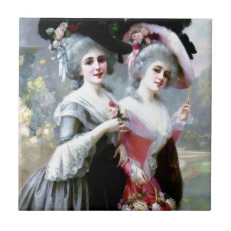 Zwei viktorianische Damen mit dem Rosenmalen Kleine Quadratische Fliese