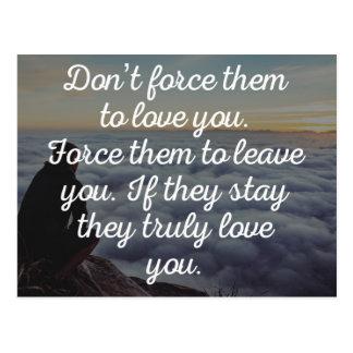 Zwingen Sie sie nicht zur Liebe, die Sie zitieren Postkarte